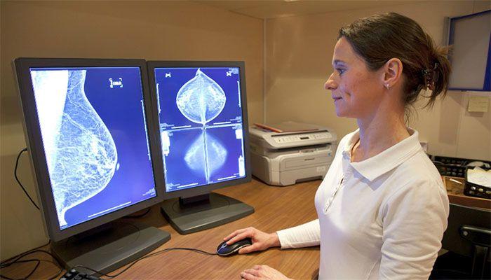 Проффилактический осмтор заболеваний молочной железы