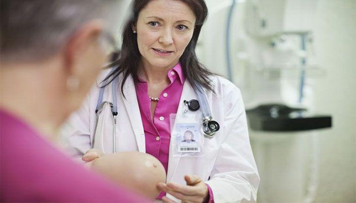 При появлении симптомов мастопатии нужно обратиться к врачу