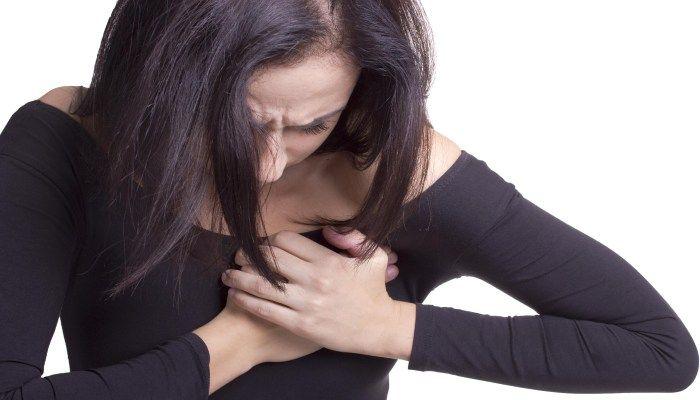 Причины боли в груди разносторонние