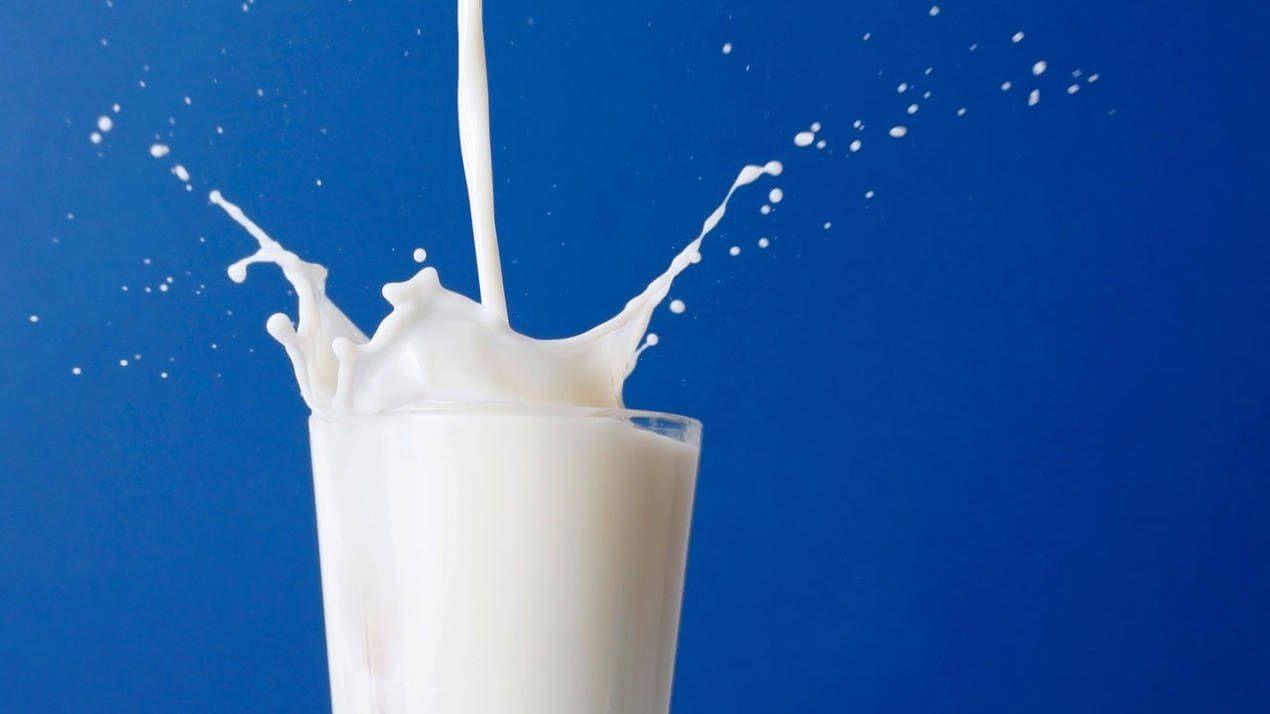 молоко расплескивается